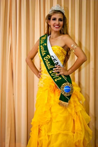 Bruna é coroada Miss Surda Brasil 2012