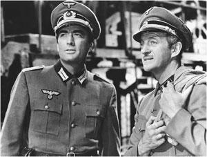 David Niven (dir) com Gregory Peck no clássico Canhões de Navarone