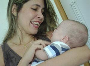 Gislenne com o pequeno João, aos três meses