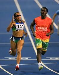 Atleta pode ter ajuda de um guia nas provas de atletismo