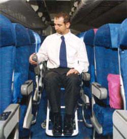 Alguns aviões não oferecem espaço para a cadeira de rodas