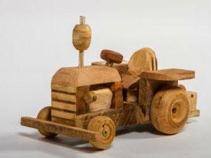 Jair tem paixão por carros antigos e de boi, pois lembra sua infância