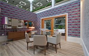 Na sala de refeições, além do espaço livre, destaque para a mesa redonda, sem quinas retas