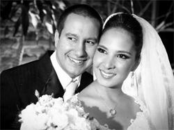Caroline e Jonas Meneghel se casaram em 2011 após treze anos de namoro. O sonho agora é ser mãe