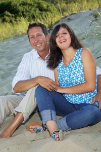 Carly Fleischmann, com o pai Arthur, uma adolescente autista do Canadá