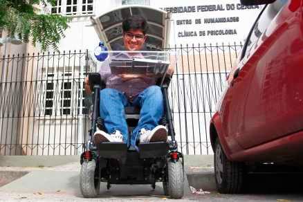 Jovem cadeirante Mauro Reis