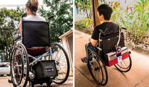 Duas fotos, lado a lado, ambas de costas: à esquerda, uma mulher em uma cadeira de rodas e, à direita, um rapaz em outra cadeira de rodas